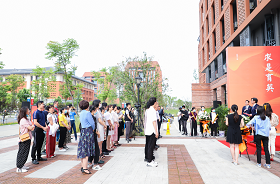ZJU's College of Education Holds a Special Ceremony to Chris...